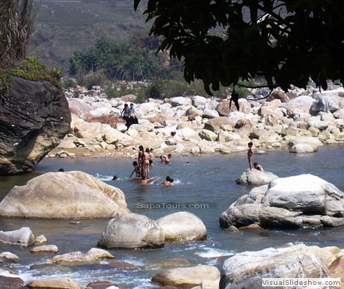 swimming-on-tream-Sapa-Vietnam-sapatoursdotcom